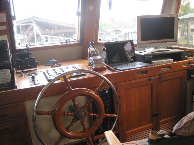 1987 Kadey-Krogen 42 Pilothouse Trawler Stabilized & Centerline Queen - Pilothouse helm