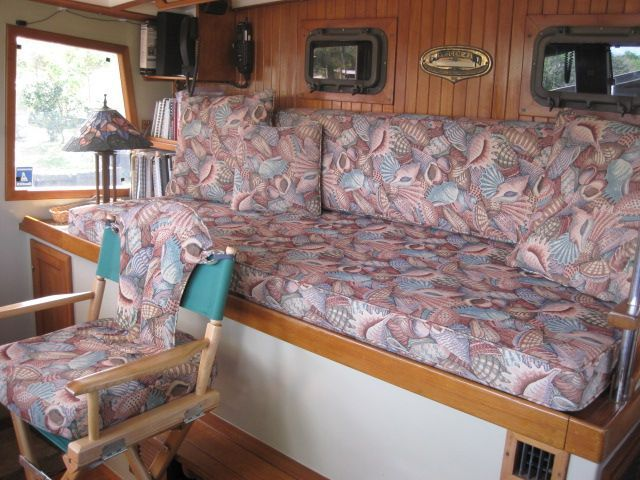 1987 Kadey-Krogen 42 Pilothouse Trawler Stabilized & Centerline Queen - Pilothouse aft settee