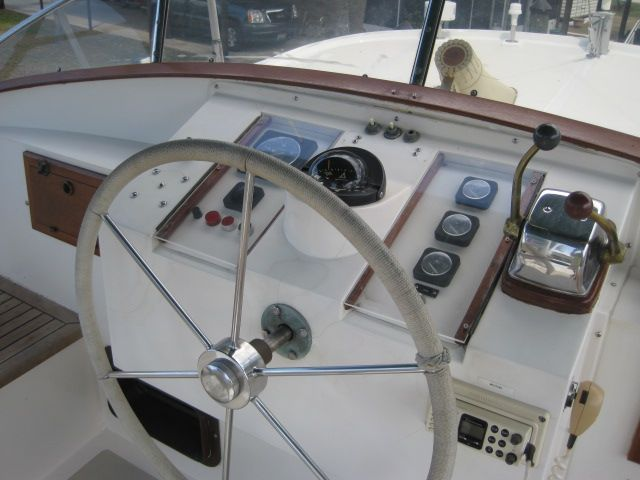 1987 Kadey-Krogen 42 Pilothouse Trawler Stabilized & Centerline Queen - Upper helm