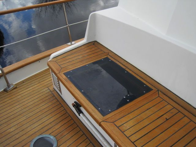 1987 Kadey-Krogen 42 Pilothouse Trawler Stabilized & Centerline Queen - Vent hatch to master