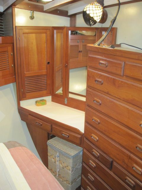 1987 Kadey-Krogen 42 Pilothouse Trawler Stabilized & Centerline Queen - Master stateroon aft