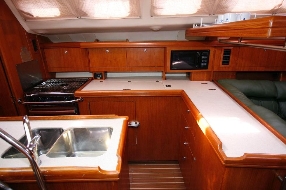 2004 Hunter 466 bow thruster - Galley