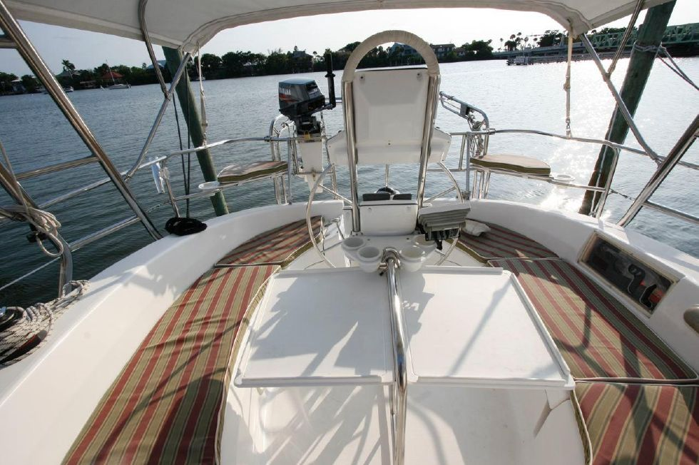 2004 Hunter 466 bow thruster - Cockpit Table