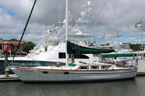 1981 Gulfstar 39 Sailmaster - Wind Star