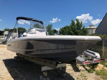 2020 Robalo Bay Boats 206 Cayman