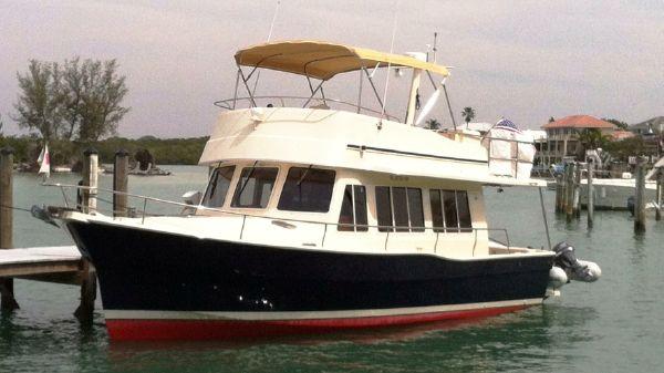 Mainship 400 Trawler At the dock...