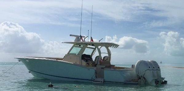 Scout 350 LXF Scout Boats 2015 350 LXF - Side View Water...jpg