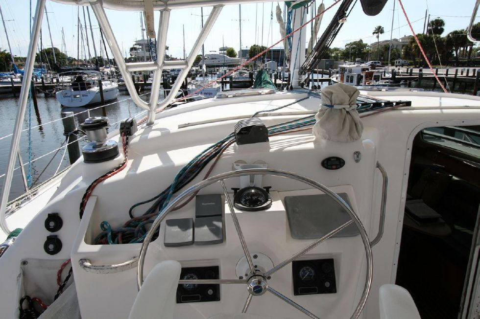 2005 Manta Catamaran - Helm Station w/all lines leading