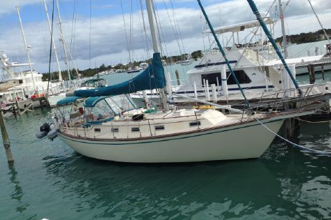 1991 Island Packet 35 Cutter