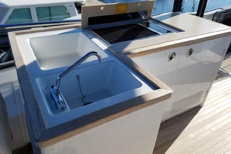 Flybridge Grill and Sink
