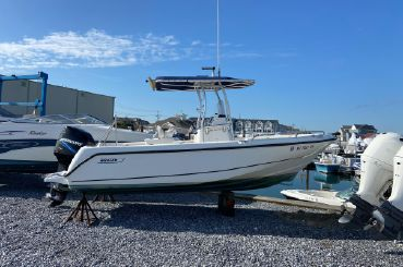2004 Boston Whaler 210 Outrage
