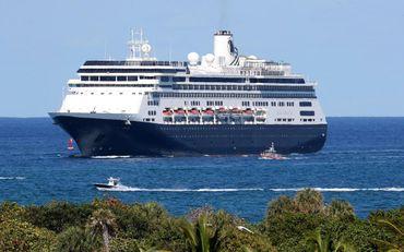 2000 Cruise Ship - 1432 Passengers - Stock No. S2547