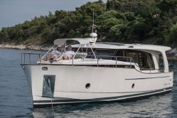photo of  40' Greenline 40