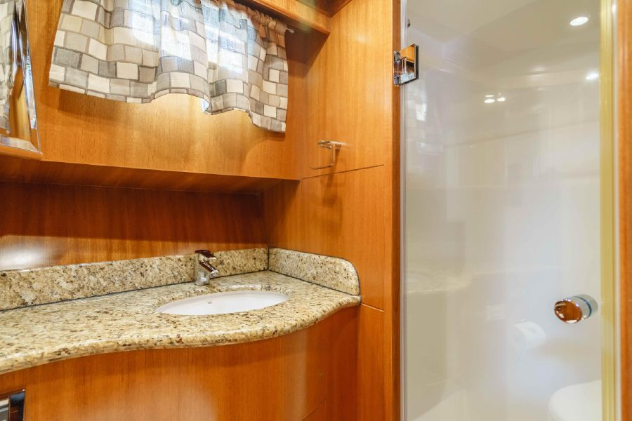 Ocean Alexander 48 Classicco Head Shower