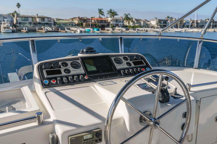 Ocean Alexander 48 Classicco Flybridge Helm