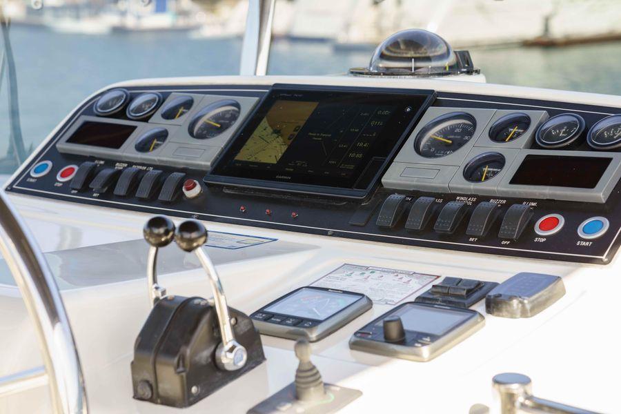 Ocean Alexander 48 Classicco Flybridge Helm Electronics