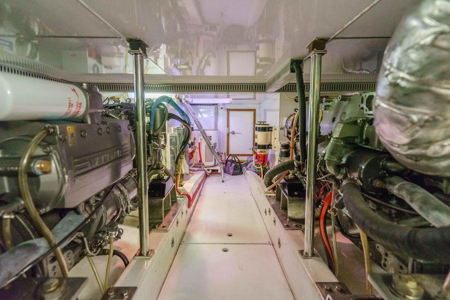 Ocean Alexander 48 Classicco Engine Room
