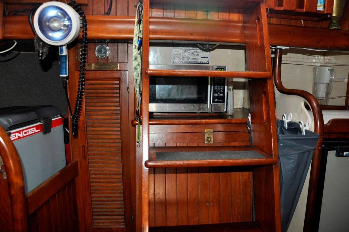 37' Rafiki Cutter+Beautiful teak interior