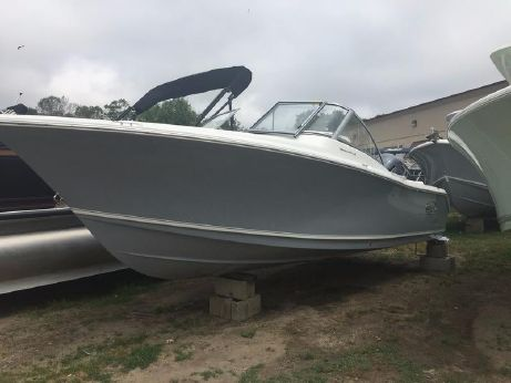 2017 Sea Hunt Escape 235 SE