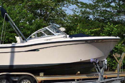 2005 Grady-White 205