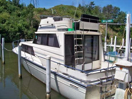1986 Marinette 32 Sedan Flybridge