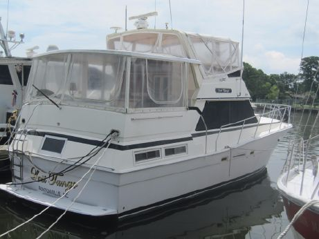 1985 Viking Motor Yacht w/Cats