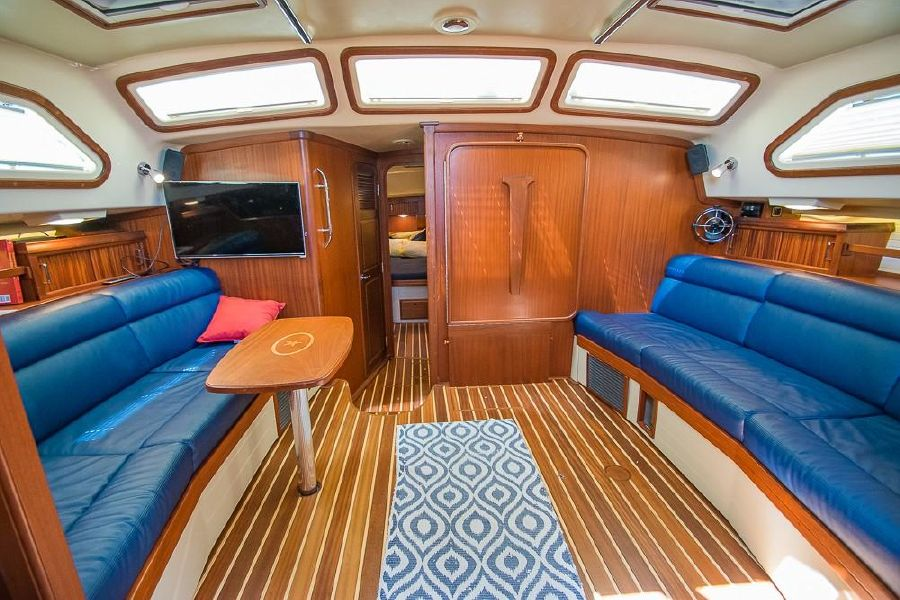 Island Packet 485 Sailboat Salon