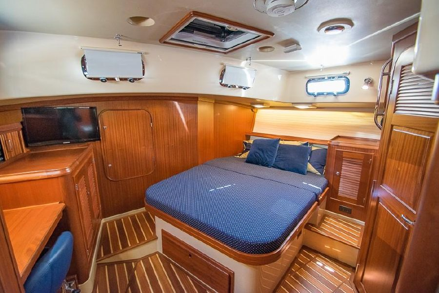 Island Packet 485 Sailboat Master Stateroom