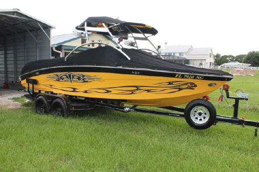2005 Correct Craft Air Nautique 226