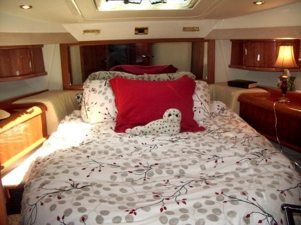 Sealine t47 Yacht Forward Stateroom