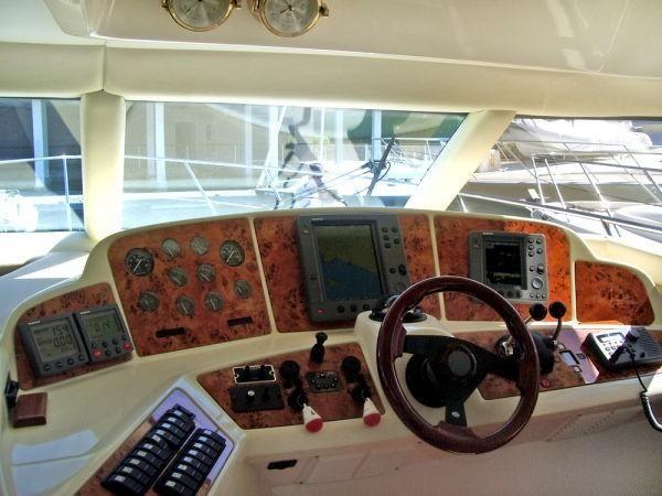 Sealine T47 Yacht Lower Helm
