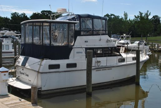 1987 Carver 36 Motor Yacht