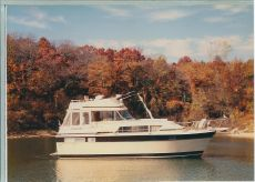 1981 Chris Craft 410 Commander