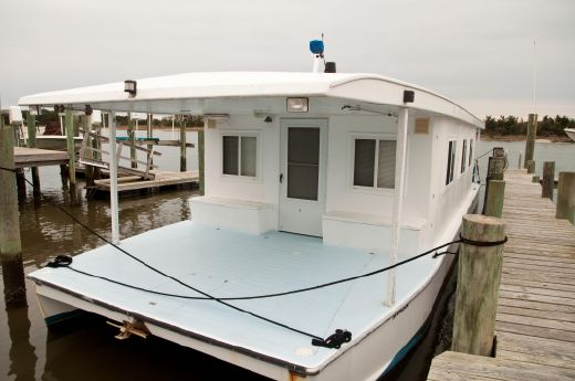 2004 Custom Built Houseboat