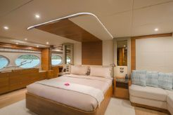 2015 Gulf Craft Majesty 105