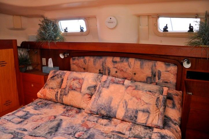 42' Hunter Passage 420+Photo 21
