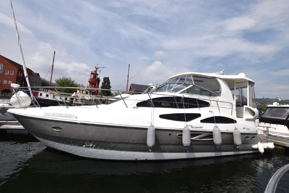 2007 Cruisers Yachts 455 Express Motoryacht Power Boat For Sale