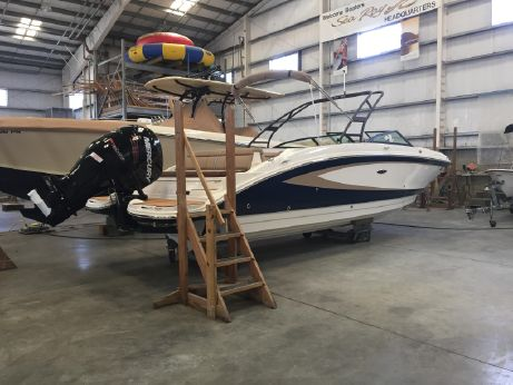 2016 Sea Ray 270 Sundeck Outboard