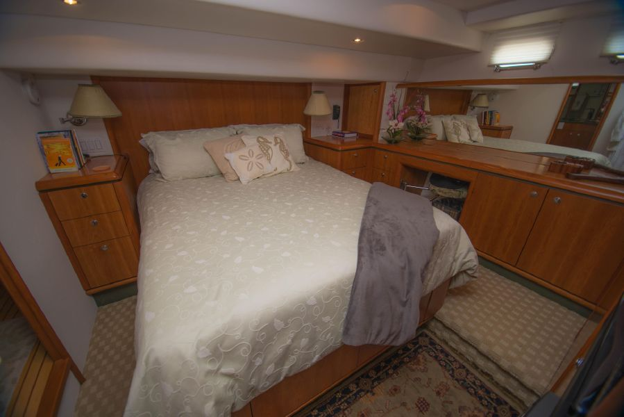 Queenship 59 Master Stateroom