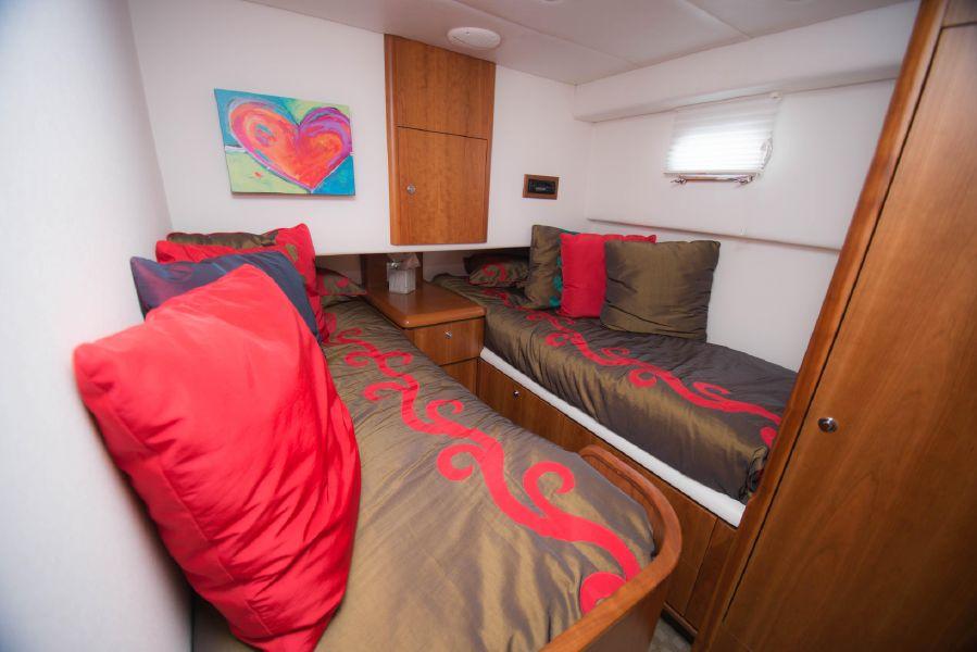 Queenship 59 Pilothouse Guest Beds