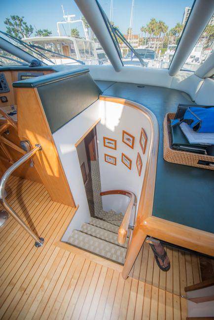 1998 Queenship 59 Admiralty Stairwell