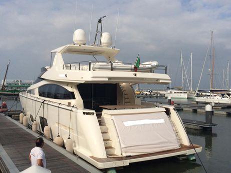 2011 Ferretti Yachts 800