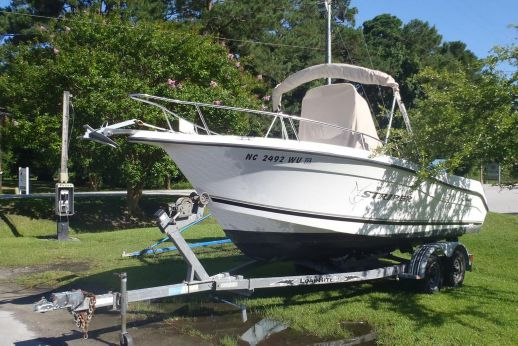 2001 Seaswirl Striper 2101 Center Console O/B