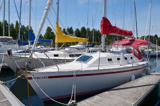 1985 Cs Canadian Sailcraft 30