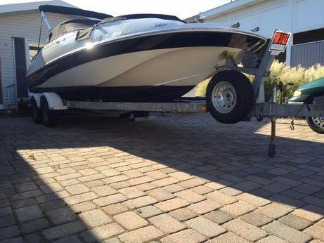 2004 Caravelle 218 Deck Boat