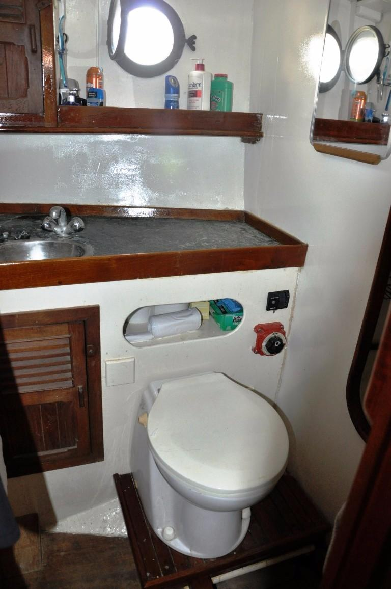 50' Hudson Force Ketch+Forward Head with shower
