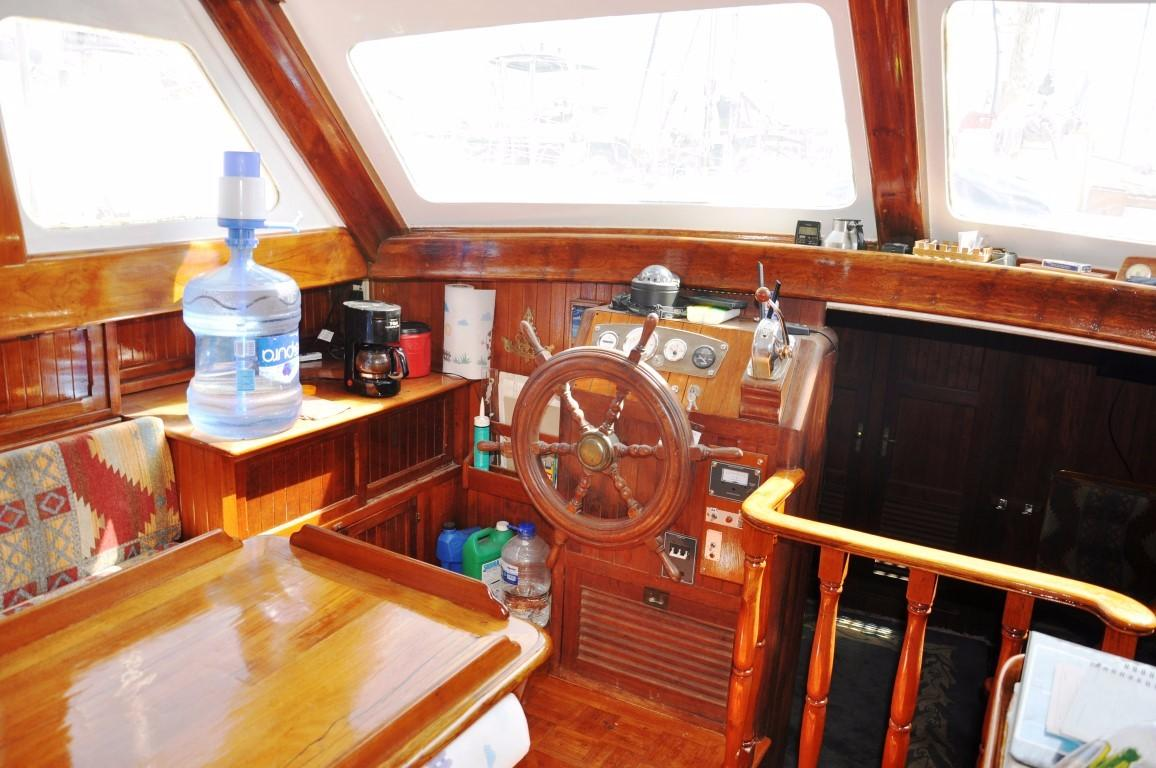 50' Hudson Force Ketch+Stairs into salon
