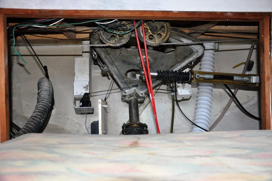 50' Hudson Force Ketch+Engine room