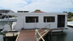 2004 Custom Single Level Houseboat 34