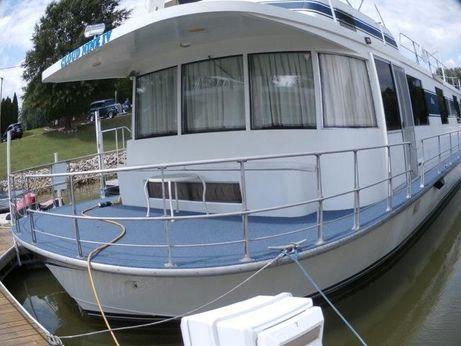 1975 Pluckebaum Houseboat
